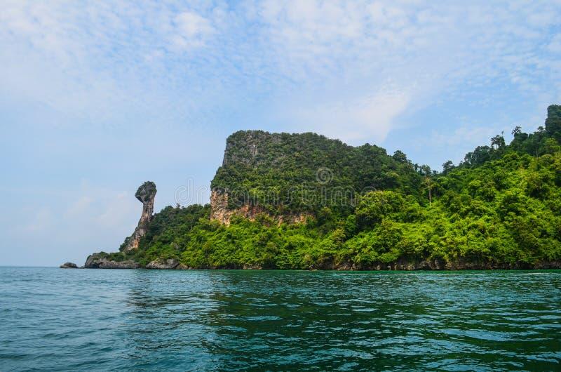 Isla en Krabi, Tailandia del pollo fotos de archivo libres de regalías