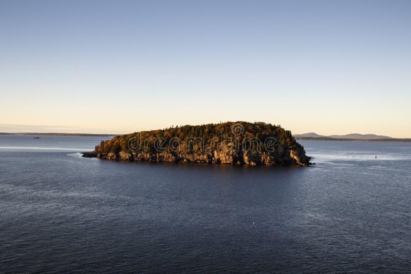 Isla en la bahía del puerto de la barra, los E.E.U.U., 2015 imagenes de archivo