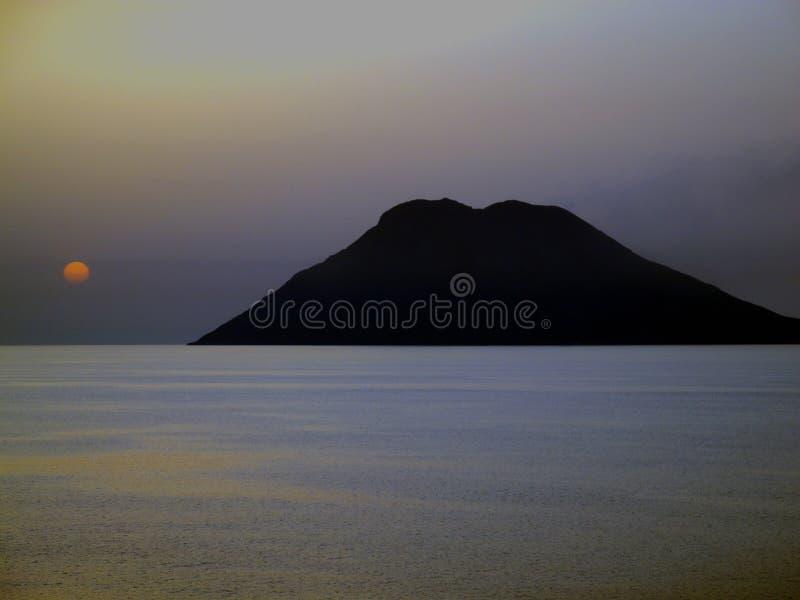 Isla fuera de la costa oeste de Sicilia, Italia fotografía de archivo