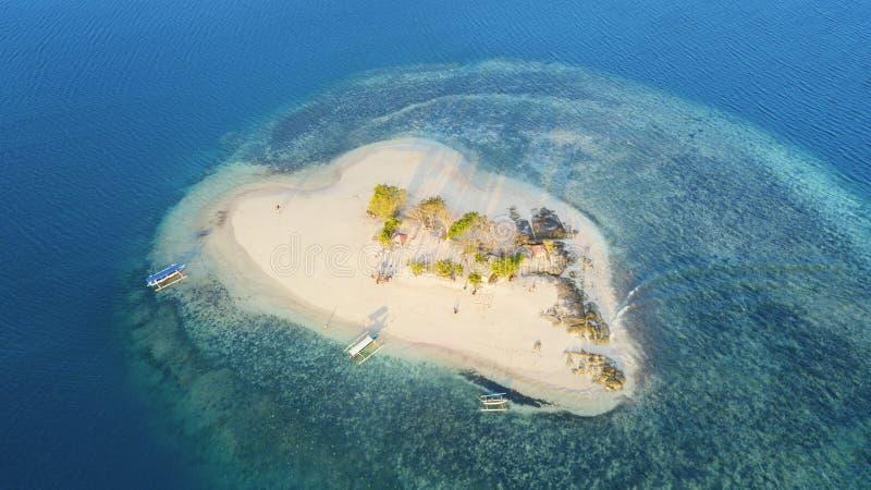 Isla hermosa de Gili Kedis con la arena blanca imágenes de archivo libres de regalías