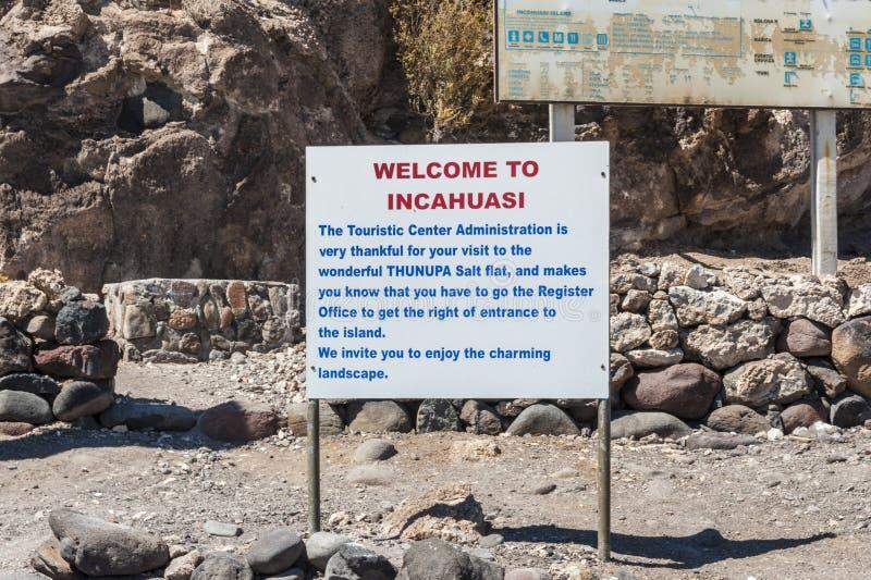 Isla Incahuasi - Isla del Pescado- in mezzo pianura Salar de Uyuni, Bolivia del sale del ` s del mondo alla più grande fotografia stock