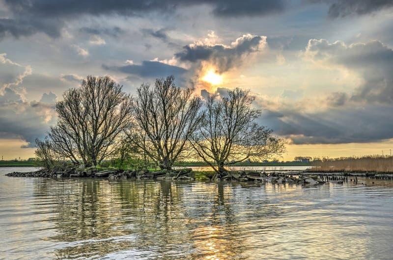Isla minúscula del río fotografía de archivo