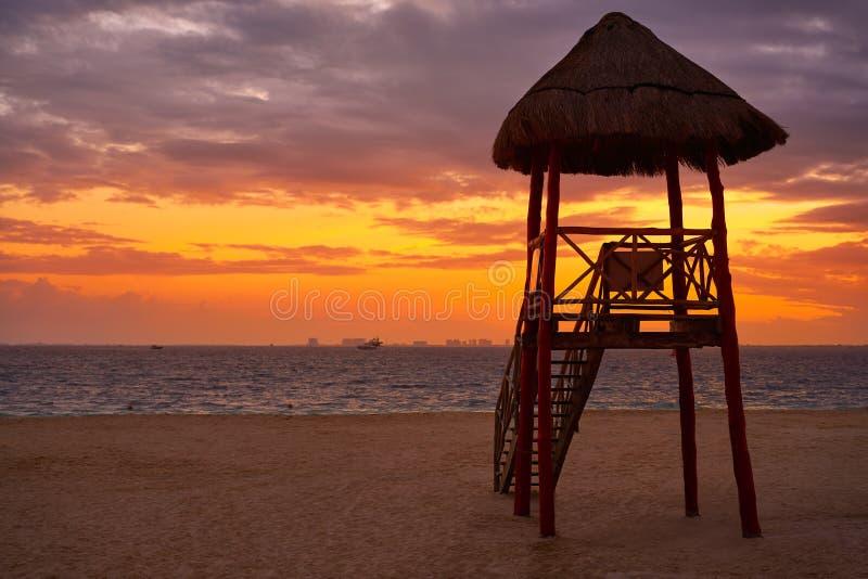Isla Mujeres海岛加勒比海滩日落 免版税库存图片