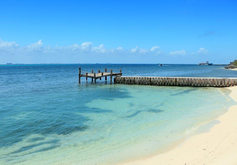isla mujeres的被放弃的船坞 免版税库存图片