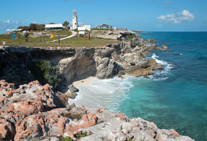 Isla Mujeres Acantilado Amanecer (scogliera dell'alba) Punta Sur attraverso da Cancun Messico immagine stock