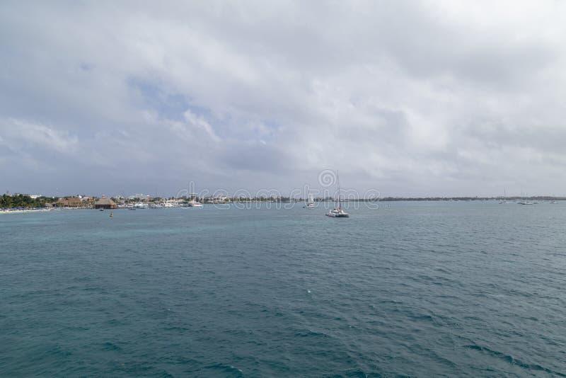 Isla Mujeres die van de veerboot, Cancun, Mexico wordt gezien royalty-vrije stock foto's