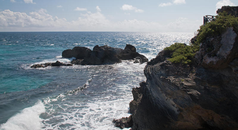 Isla Mujeres-eiland - het punt van Punta Sur riep ook Acantilado del Amanecer Cliff van de Dageraad stock fotografie
