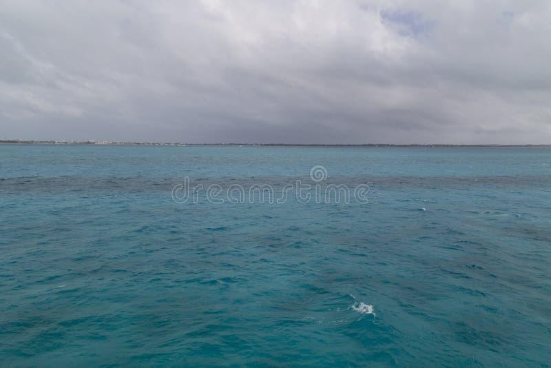 Isla Mujeres som ses från färjan, Cancun, Mexico royaltyfria foton