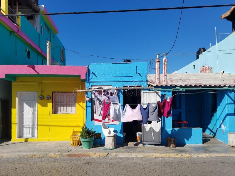 Isla mujeres streetscape huizen stock foto