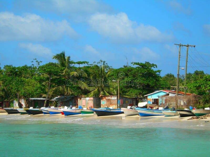 Isla Nicaragua del maíz de las casas de los barcos de pesca imagen de archivo libre de regalías