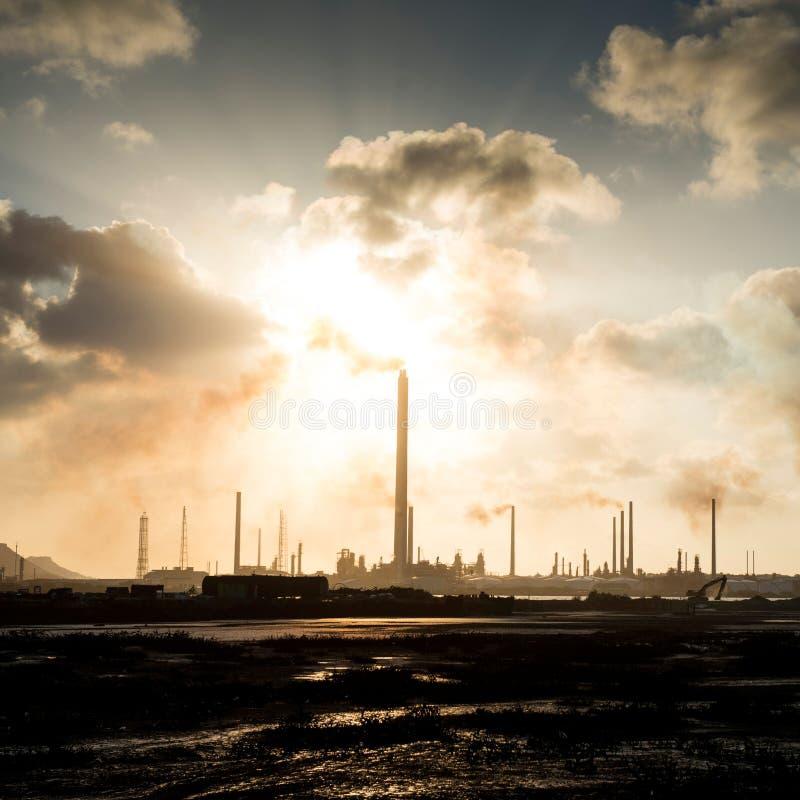 Isla Oil Refinery Curacao - Verschmutzung lizenzfreie stockbilder