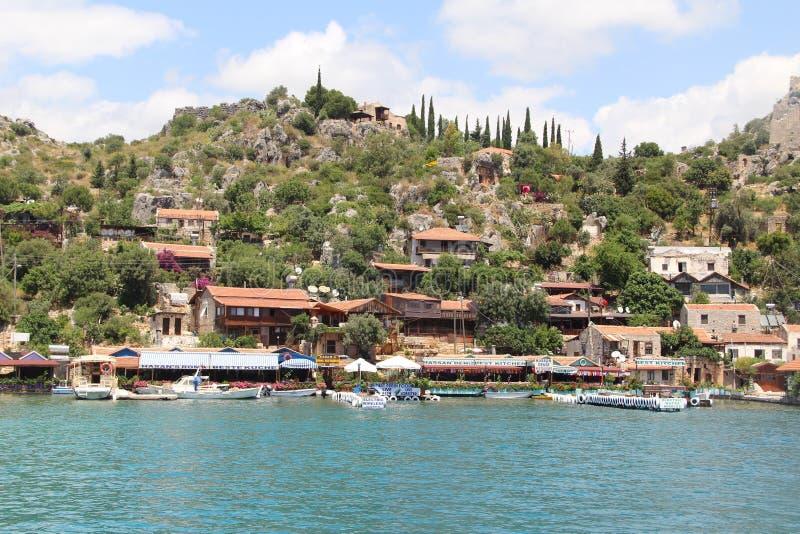 Isla pintoresca en el mar Mediterráneo imagen de archivo