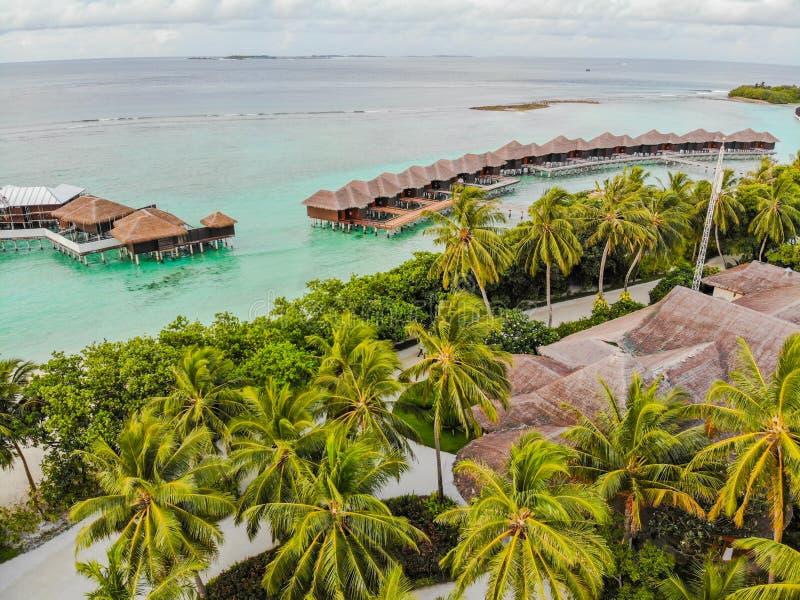 Isla que sorprende en los Maldivas foto de archivo libre de regalías