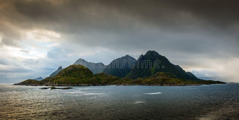 Isla remota prístina en el Lofoten imagen de archivo libre de regalías