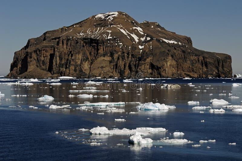 Isla rocosa antártica imagen de archivo