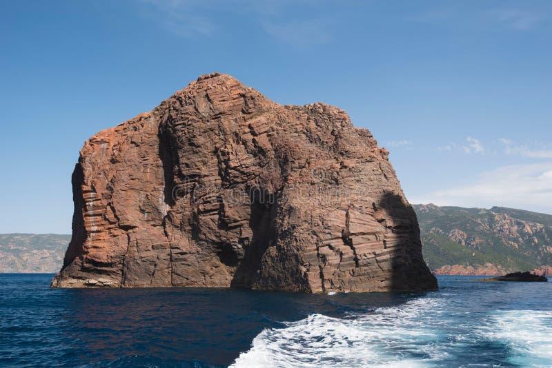 Isla rocosa del parque natural Scandola fotografía de archivo