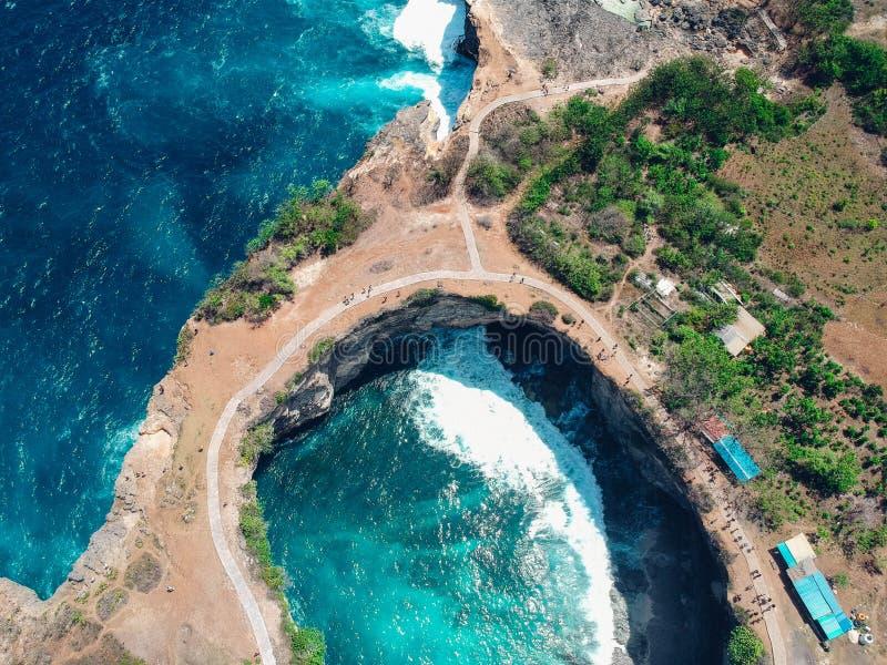 Isla rota de Nusa Penida de la playa, Bali, Indonesia fotografía de archivo