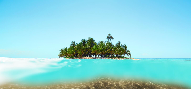Isla sola del destino ideal de las vacaciones en el océano imagenes de archivo