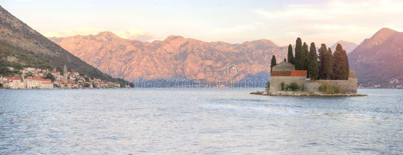 Isla sorprendida en la puesta del sol, Montenegro de San Jorge fotografía de archivo libre de regalías