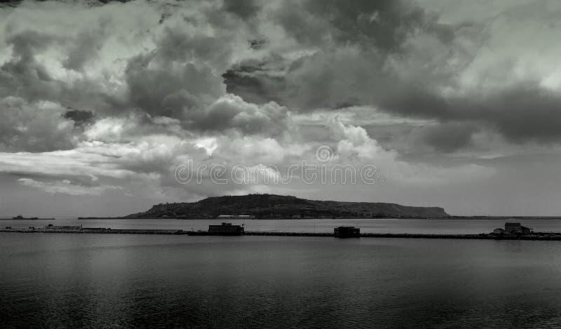 Isla tempestuosa fotografía de archivo