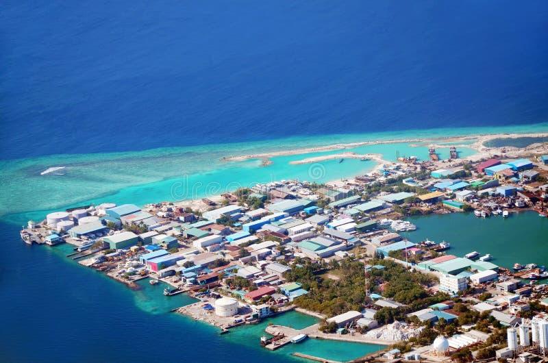 Isla tropical del atolón de Kaafu de la isla de Thilafushi fotos de archivo libres de regalías