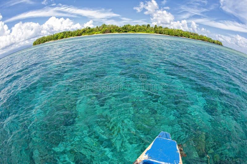 Download Isla Tropical Del Paraíso De La Turquesa De Siladen Imagen de archivo - Imagen de árbol, océano: 41902071