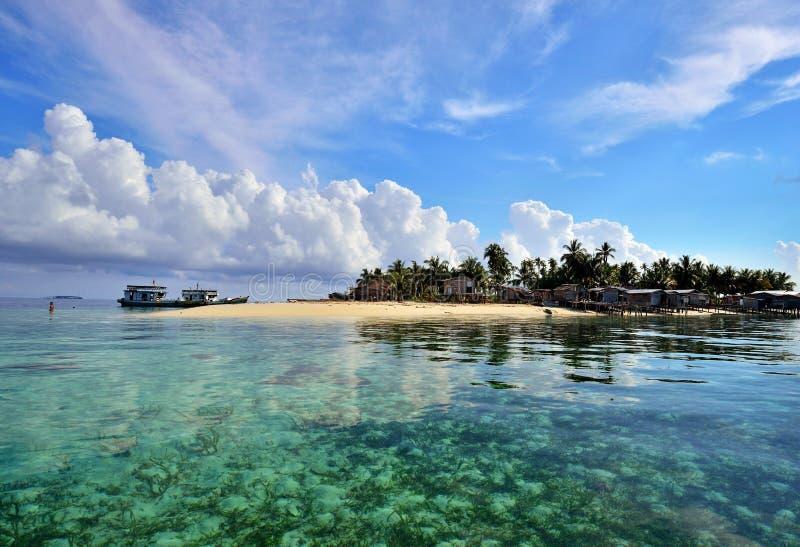 Isla tropical en Sabah Borneo, Malasia imagen de archivo libre de regalías