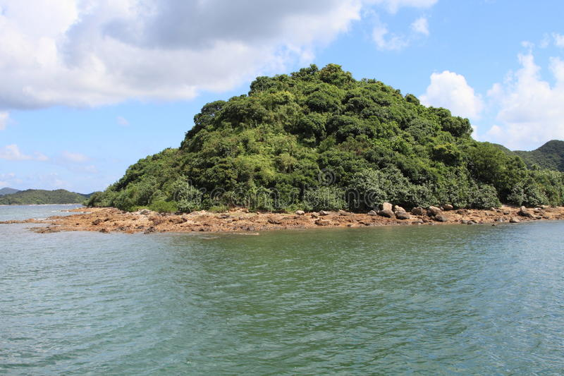 Isla verde en Sai Kung, Hong Kong fotografía de archivo