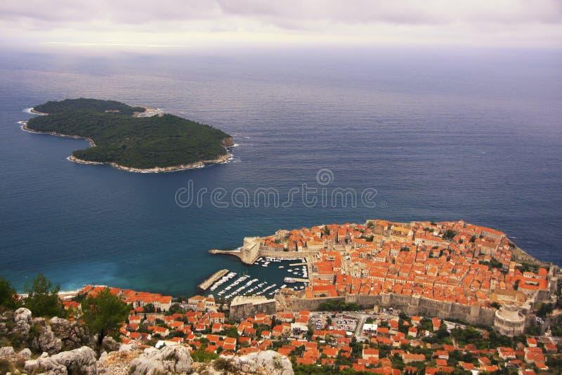 Isla vieja de la ciudad y de Lokrum de Dubrovnik imagen de archivo libre de regalías