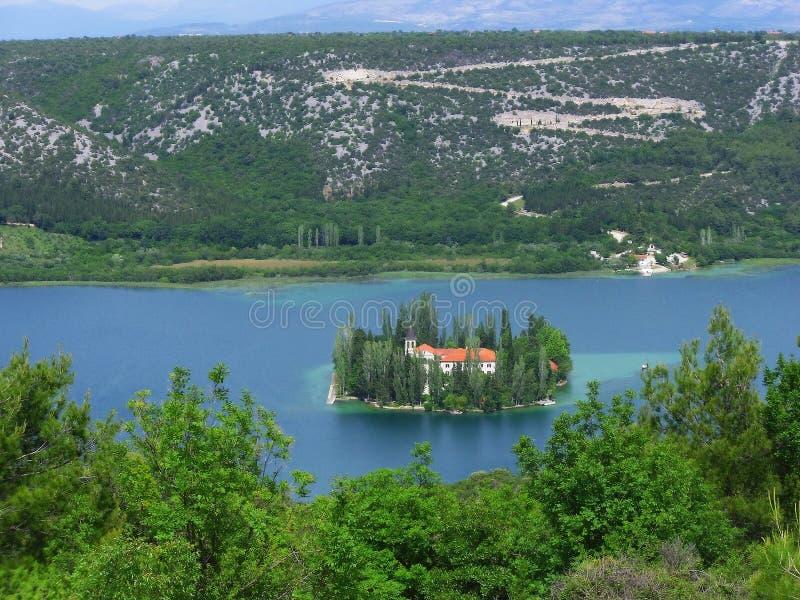 Isla y monasterio, Croacia de Visovac imagen de archivo libre de regalías