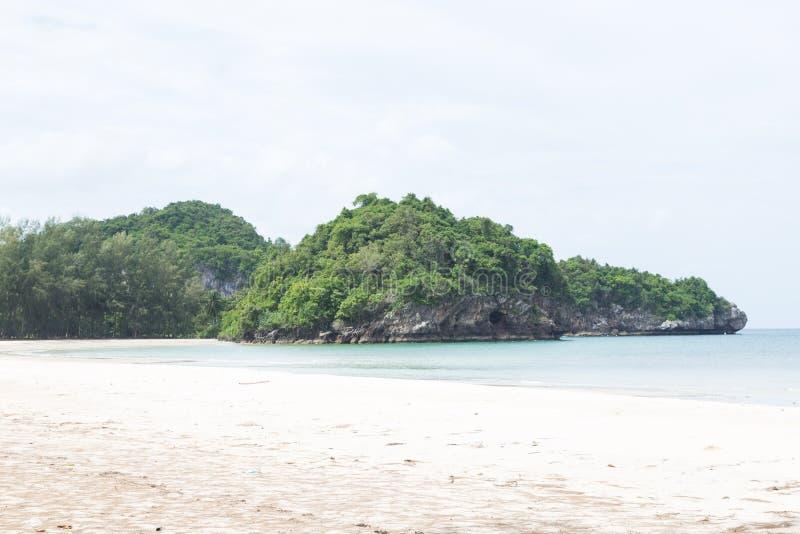 Isla y playa arenosa foto de archivo