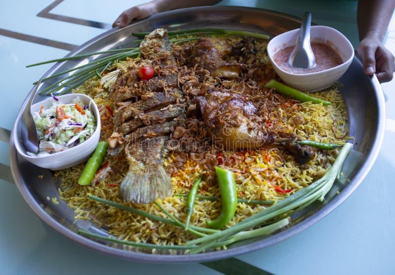 Islam dell'alimento della cena del Ramadan del riso di Biryani, concetto: Alimento cucinato delizioso di hyderabadi per la gente  immagini stock