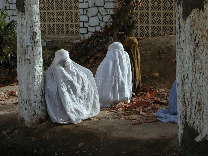 ISLAM-TRADITION DER FRAUEN-BURQA AFGHANISTAN lizenzfreie stockbilder