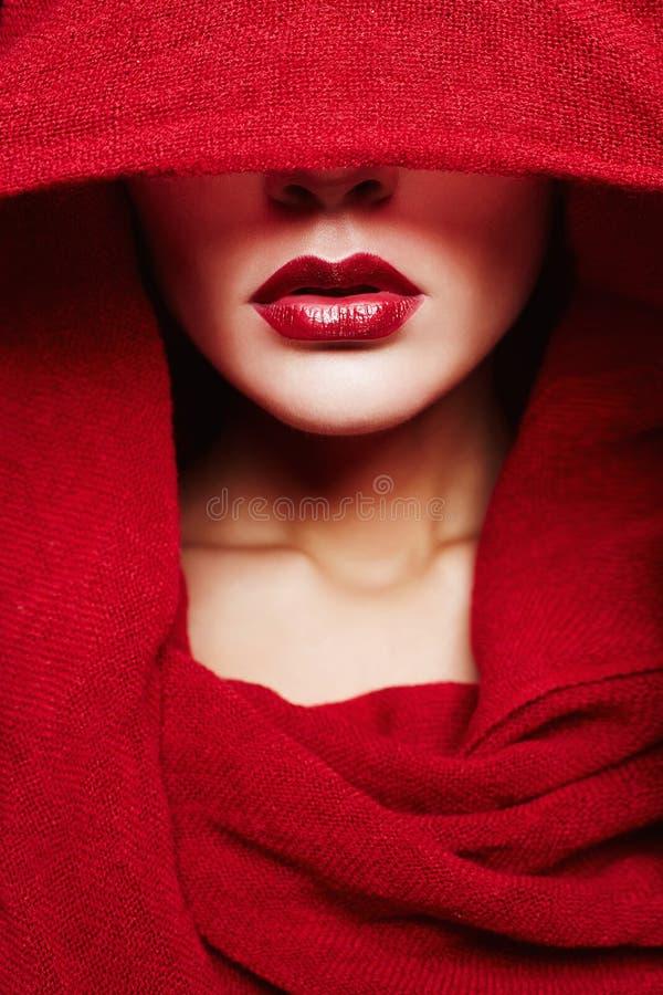 islamische Artfrau der Mode Rotes Lippenmädchen stockbild