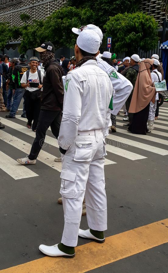 Islamische Verteidiger konfrontieren stockfoto