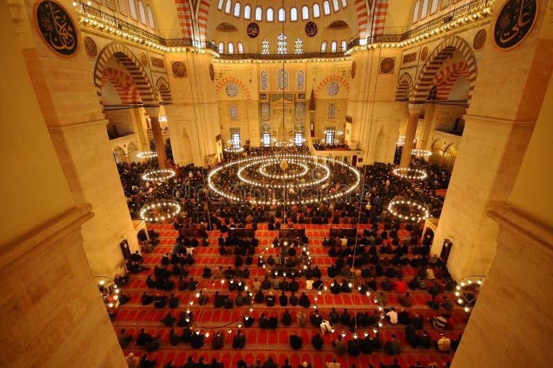 Islamisches Gebet in Suleymaniye Moschee lizenzfreie stockfotografie