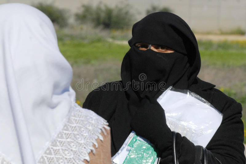 Islamisk kultur - Burqa royaltyfria foton