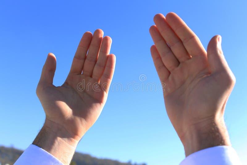 Islamiskt be på död person royaltyfri foto