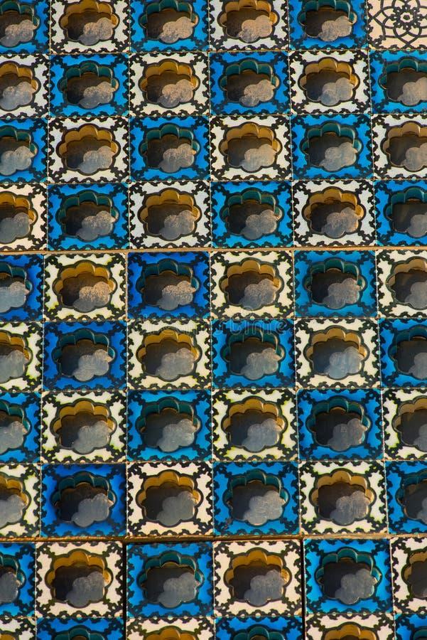 Islamitisch patroon, Arabische blauwe tegels op een moskee stock foto