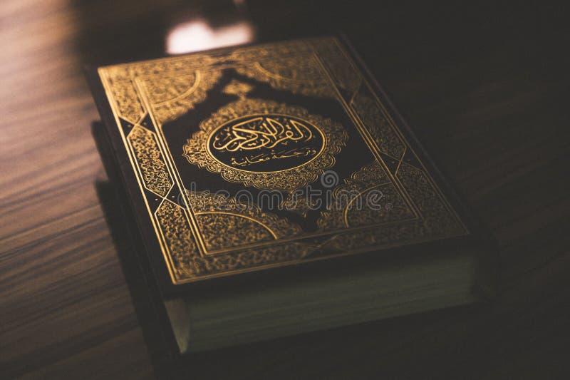 Islamski święta księga koran zdjęcia stock