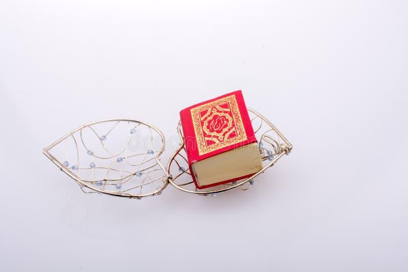 Islamski ?wi?ta ksi?ga koran w mini rozmiarze zdjęcie royalty free