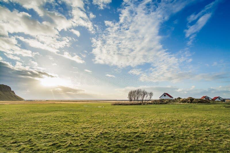 Island ensamt hus arkivbilder