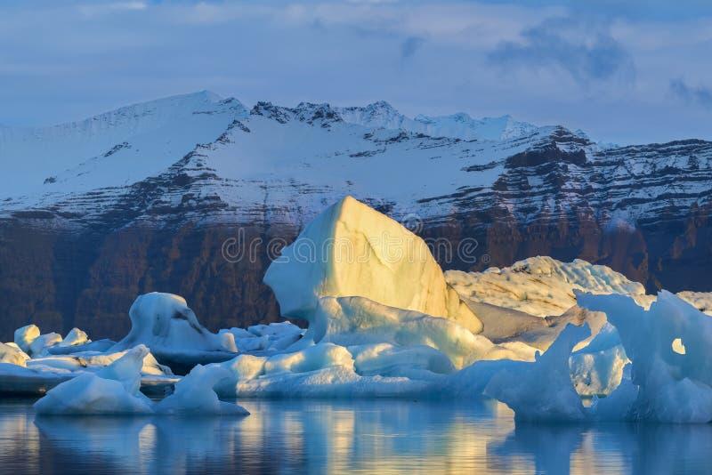 Island härligt arktiskt landskap, natur royaltyfri foto