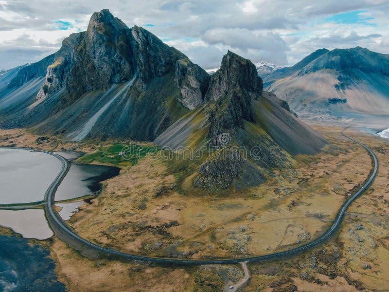 Island - schöner Bergblick vom Brummen stockbild