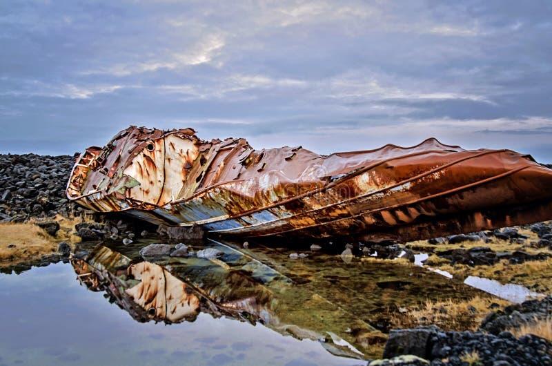 Island-Schiffbruch lizenzfreies stockfoto
