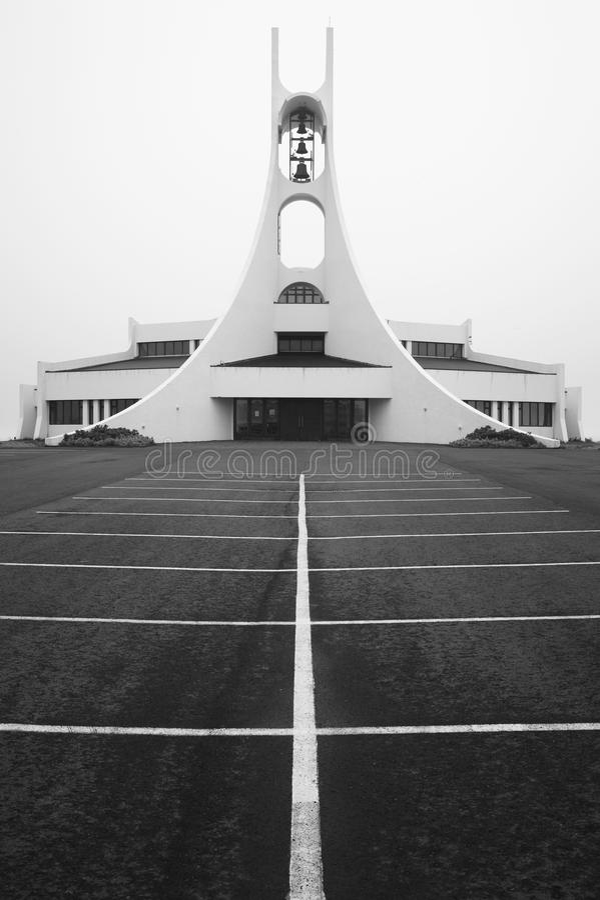Island. Snaefellnes halvö. Stykkisholmskirkja kyrka. royaltyfri bild
