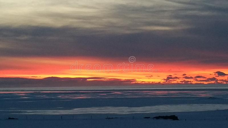 Island solnedgång royaltyfri fotografi