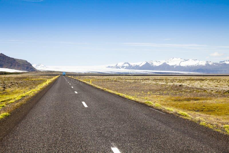 Island-Straße in das wilde stockfotos