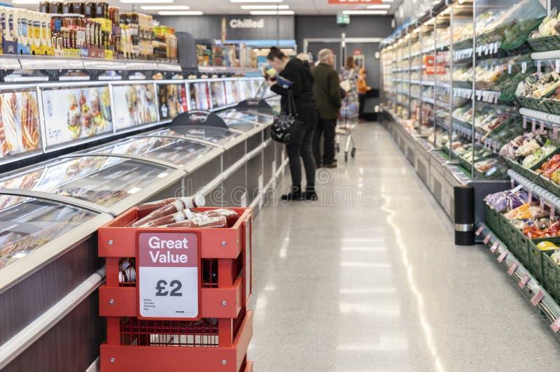 Island supermarket nu som ?r ?ppen p? r?vdalen i Sheffield arkivbild