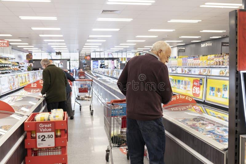 Island supermarket nu som ?r ?ppen p? r?vdalen i Sheffield royaltyfria bilder